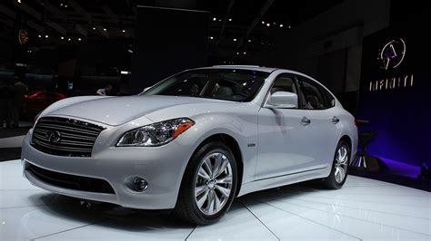 2012 Infiniti M35h Hybrid With 350 HP Rated At 32 MPG Highway