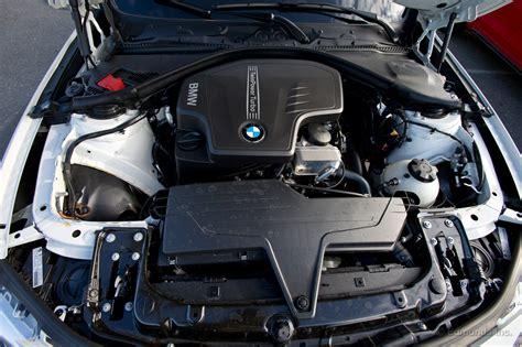 bmw   takes   track  edmunds autoevolution
