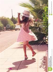 Schönes 10 Jähriges Mädchen : sch nes m dchen das drau en natur genie t sch ne jugendliche stockbild bild von springen ~ Yasmunasinghe.com Haus und Dekorationen