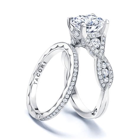 should couples wedding rings together