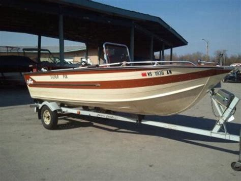 Fishing Boat Rentals Pewaukee Lake by 1983 Sylvan 18ft Center Console 18 Foot 1983 Boat In