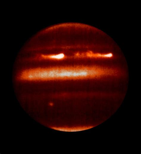 File:Thermal emission of Jupiter.jpg - Wikimedia Commons
