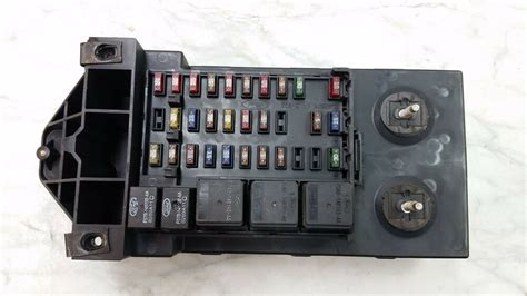 oem 97 02 ford expedition f150 fuse relay box