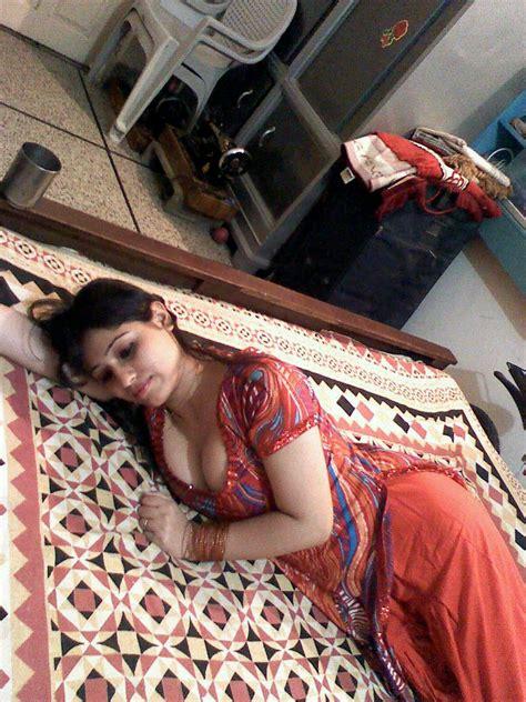 Half Blouse Girls Nude Pic And Bihari Aunty Cleavage