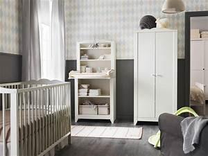 Ikea Schrank Kinderzimmer : ein kinderzimmer mit hensvik wickeltisch schrank in wei mit wei em babybett und kleiderschrank ~ Orissabook.com Haus und Dekorationen