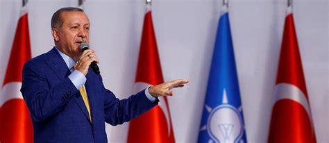 Ce lundi en milieu de journée, le président turc recep tayyip erdogan a appelé au boycott des produits français, quelques jours après qu'emmanuel macron a affirmé que la france ne renoncerait pas aux caricatures. Turquie : Erdogan reprend la tête du parti AKP - Le Point