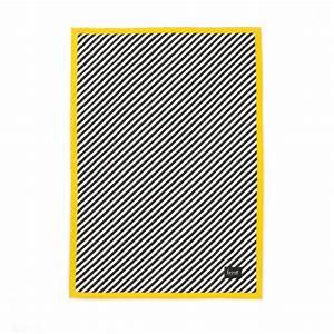 Plaid Jaune Et Gris : plaid stripe jaune ferm living pour chambre enfant les ~ Teatrodelosmanantiales.com Idées de Décoration