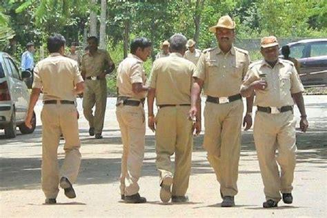 Karnataka: 50 Break Temple Gates To Take Out Chariot ...