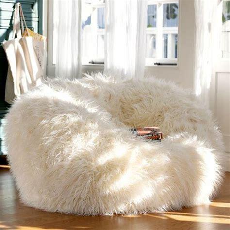 chambre fourrure le pouf géant un coussin de sol amusant et confortable