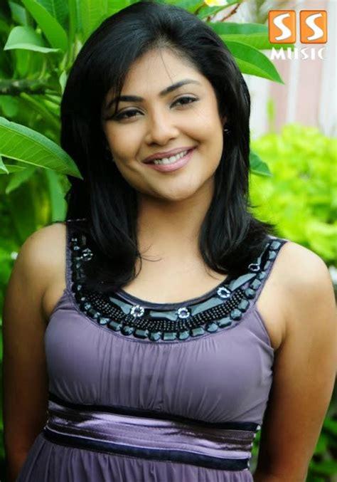 Kamalini Mukherjee Hot Photoshoot Hd Wallpaper Indian