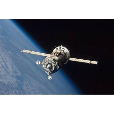 File:Soyuz TMA-19 spacecraft departs the ISS.jpg - Wikipedia