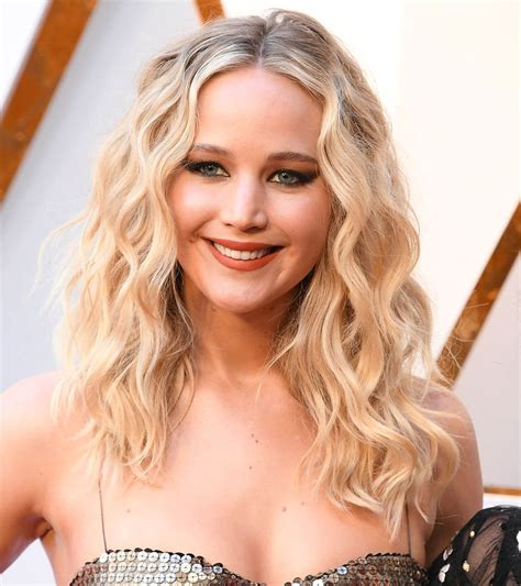 Jennifer Lawrence Was Easy Breezy At The 2018 Oscars