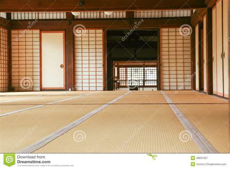 uniforme femme de chambre l 39 espace intérieur d 39 une maison traditionnelle japonaise