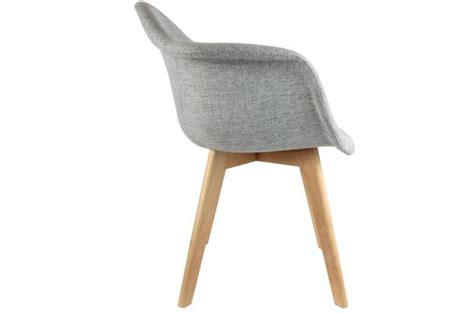 chaise avec accoudoir pas cher chaise scandinave avec accoudoir tissu gris fjord chaise