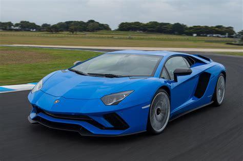 Lamborghini Car : 2017 Lamborghini Aventador S Review