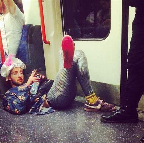 foto foto assurde dalla metropolitana  londra radio deejay