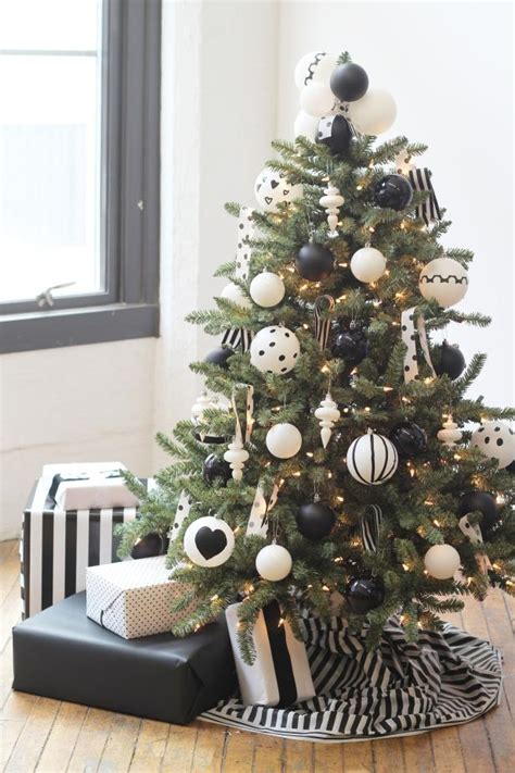 decorate  christmas tree hgtvs decorating