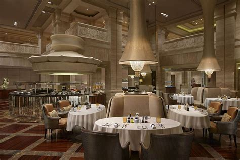Luxury Restaurants In Chennai At Itc Grand Chola Fine