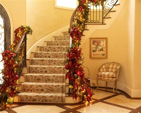 impressive christmas staircase decorations  draw
