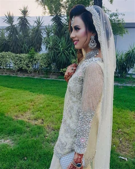 Madiha naqvi is one of the hottest female news anchors in pakistan. Beautiful Pictures of Madiha Naqvi And Faisal Sabzwari ...