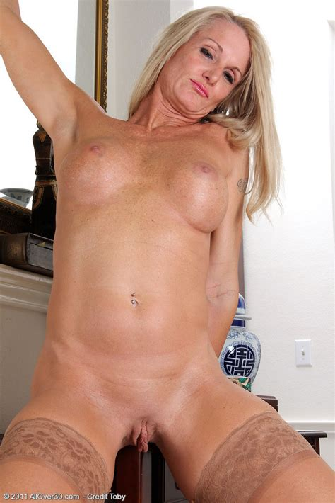 Popular 39 Year Old Milf Ingrid Pichunter