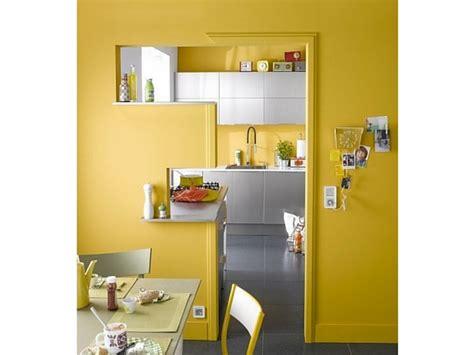 peinture cuisine jaune créer une déco chic avec sa peinture cuisine