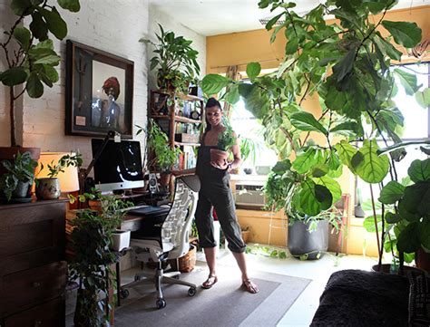 'Crazy plant lady' Summer Rayne Oakes turns flat into an