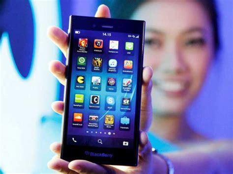 whatsapp again extends support for blackberry platform till dec 31 oneindia news