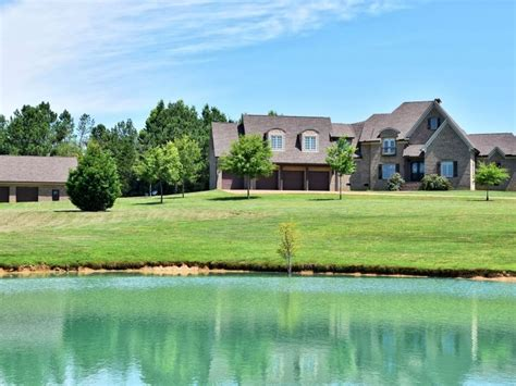 luxury retreat ranch  sale  huron henderson county