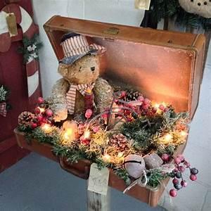 Advent Deko Für Draußen : alter koffer als deko zu weihnachten lichterkette teddyb r dekorieren weihnachtsdeko ideen ~ Orissabook.com Haus und Dekorationen