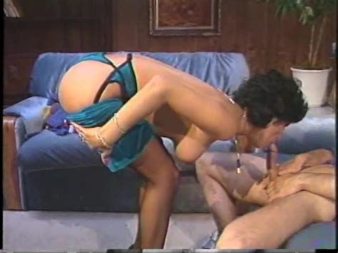 Cougar Shemale With Big Boobs Gives Great Head Golden