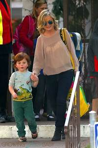 Amy Poehler Does The School Run in LA