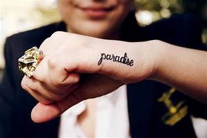 hand, paradise, ring, smile - image #627198 on Favim.com