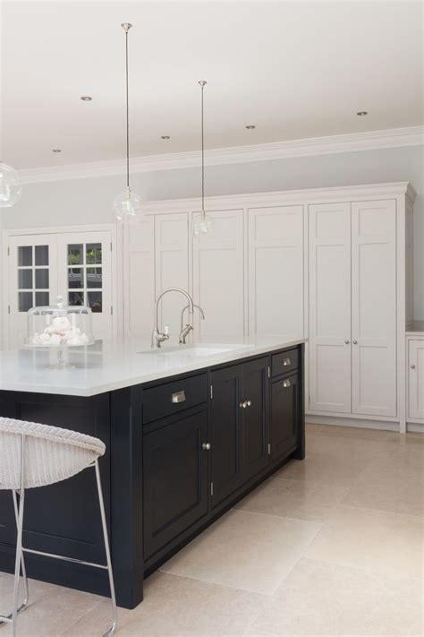 kitchens floor tiles best 25 luxury kitchens ideas on luxury 3560