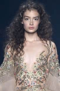 runway hairspiration flirty curly hairstyles  hairdromecom