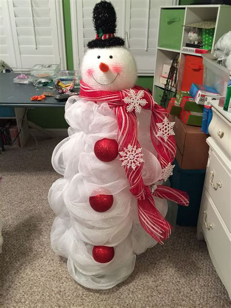 snowman made out of mesh and tomato cage my burlap deco wreaths tomato cage