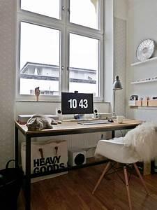 Büro Zuhause Einrichten : die besten 25 fenster schreibtisch ideen auf pinterest schreibtischideen minimalistisches ~ Frokenaadalensverden.com Haus und Dekorationen