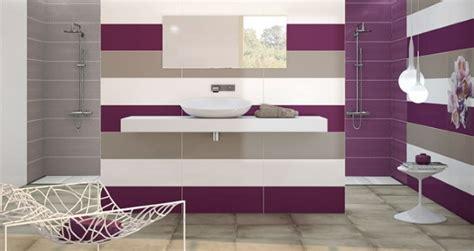 bain de si鑒e baie moderna minimalista faianta alb gri si mov baie