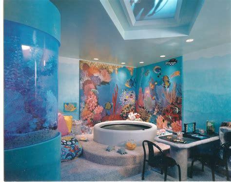 aquarium mural  home entertainment room  sands point