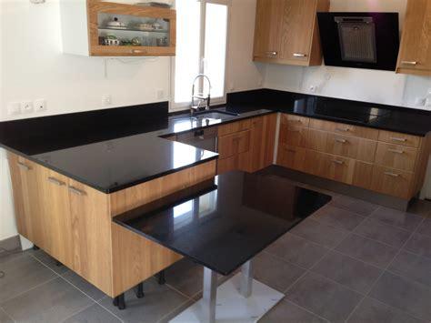 table cuisine noir plan de travail granit quartz table en mabre
