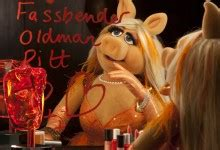 Miss Piggy to Present for Orange on the Red Carpet at the ...