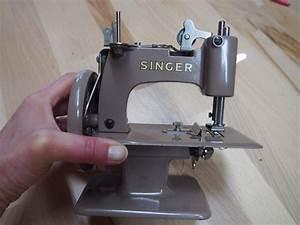 Ancienne Machine A Coudre : baby singer machine coudre ancienne pour enfant les ~ Melissatoandfro.com Idées de Décoration