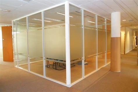 bureau noir verre les cloisons de bureau vitrées toute hauteur espace