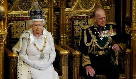 robes de chambre enfants ii bate a la reina como la monarca más