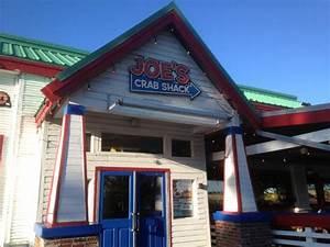 Joe's Crab Shack - bar area & dining - Picture of Joe's ...