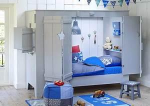Cabane Chambre Fille : lit cabane enfant avec volet et porte pour fille et garcon ~ Teatrodelosmanantiales.com Idées de Décoration