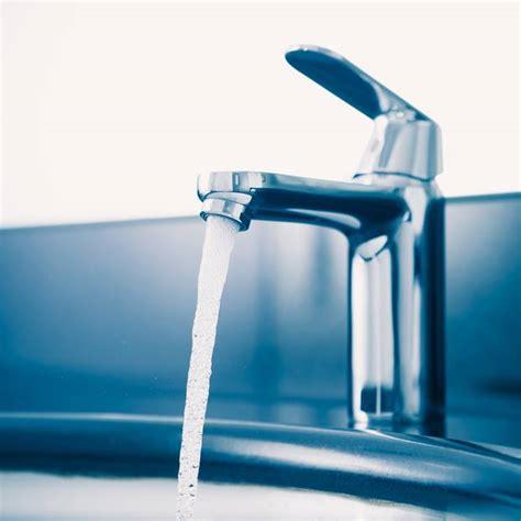 kalkhaltiges wasser entkalken wasserhahn entkalken hausmittel und tipps brigitte de