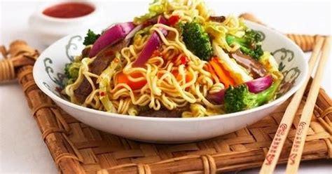 comment cuisiner les nouilles chinoises recettes chinoises nouilles à la façon de singapour