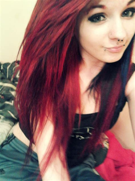 Love The Hair Color Red On Top And Black On The Bottom