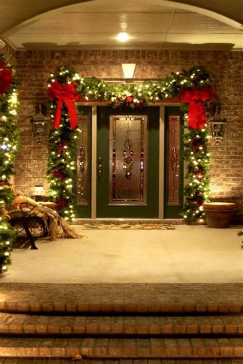 46 Beautiful Christmas Porch Decorating Ideas — Style Estate